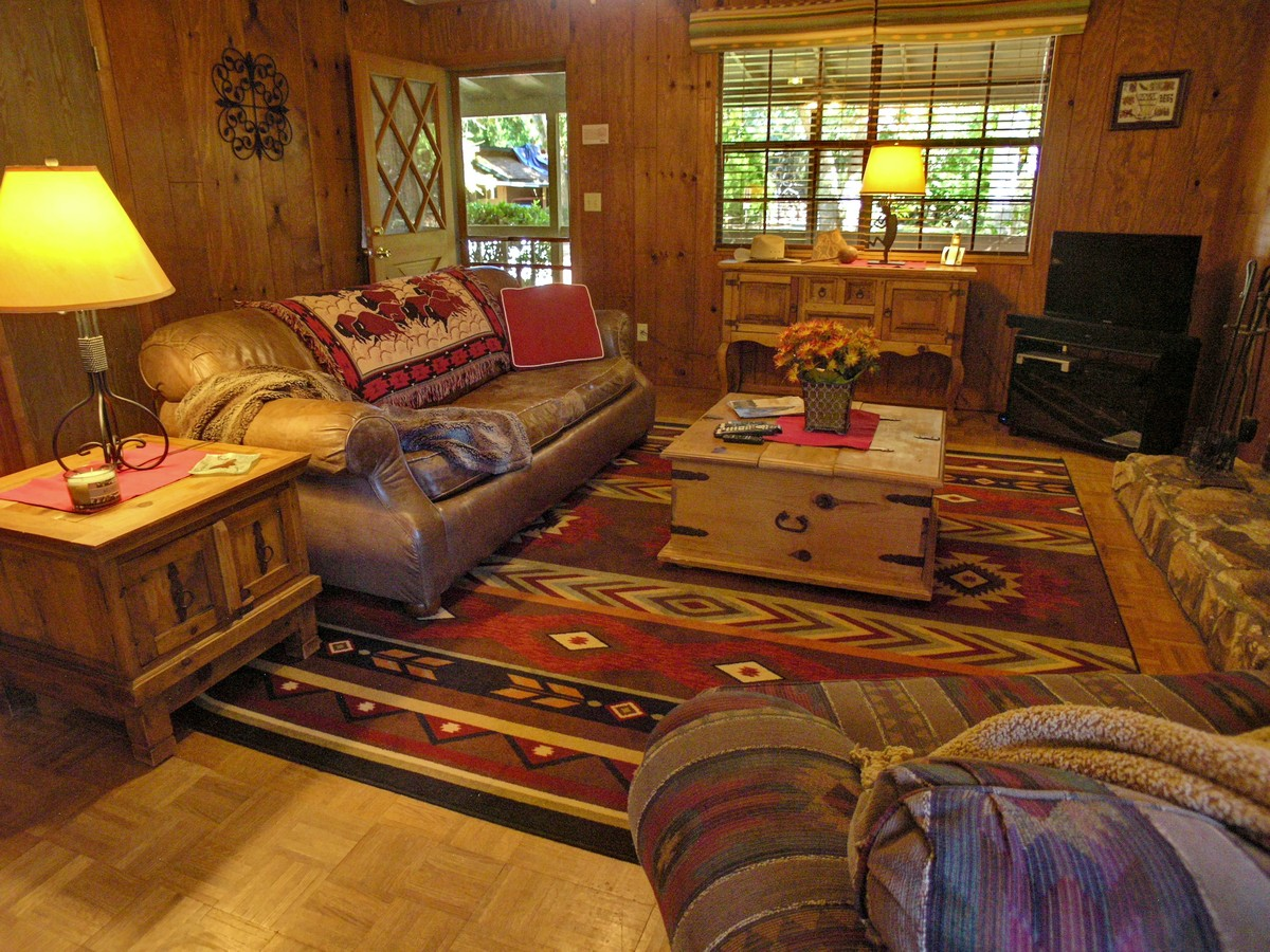 Creekside cottage living room sedona vacation rental for Living room realty
