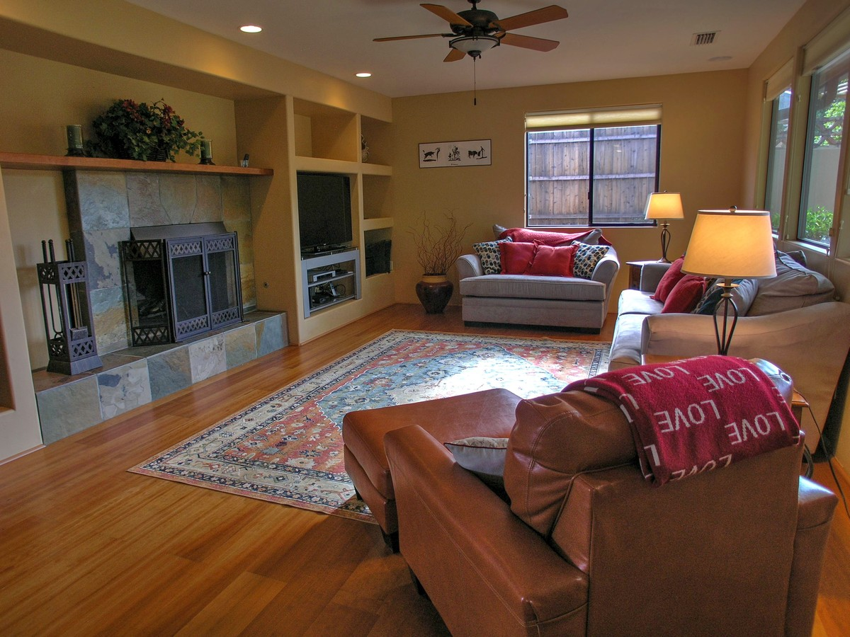 Quietude living room sedona vacation rental red rock for Living room realty